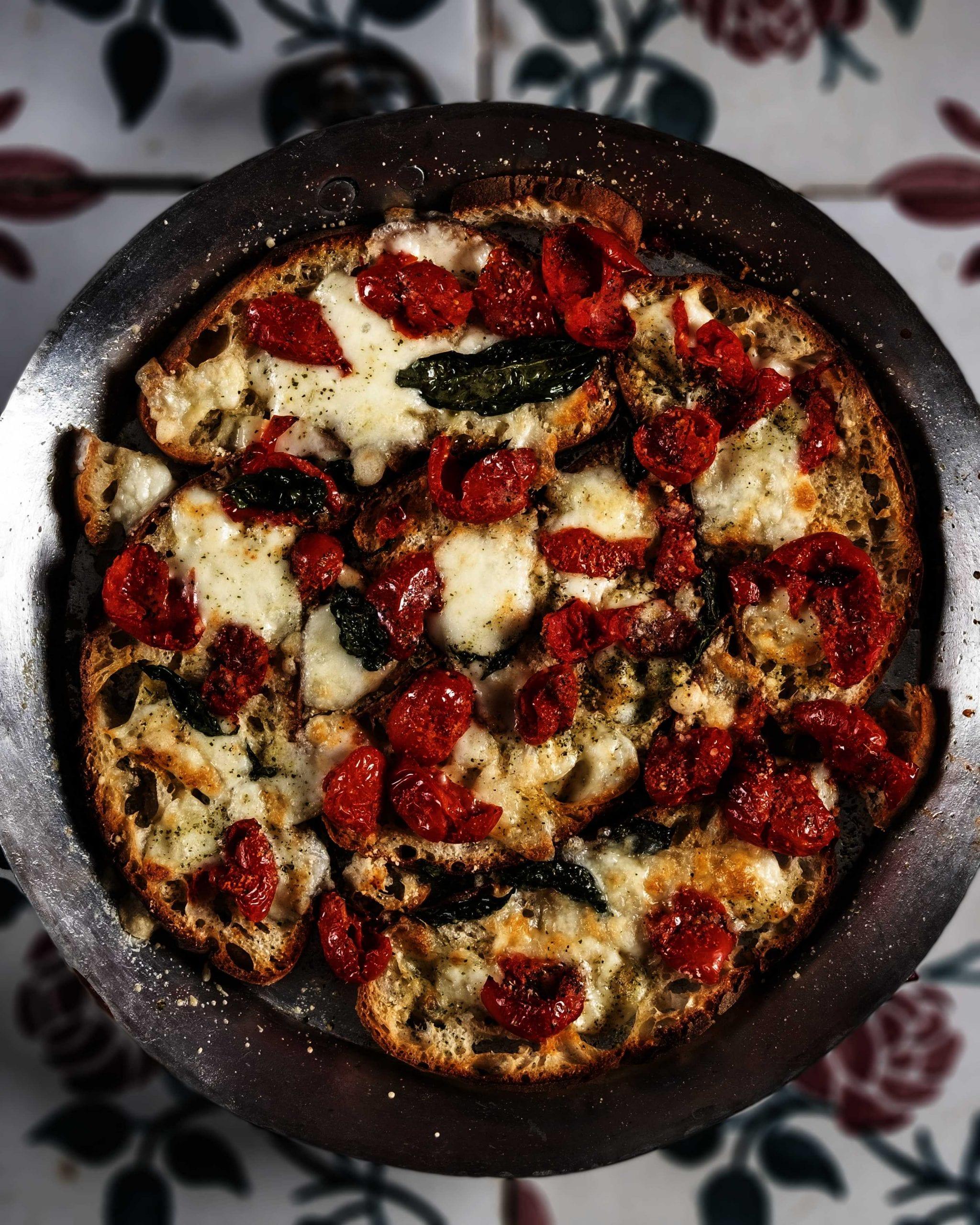 Pizza Margherita di pane duro