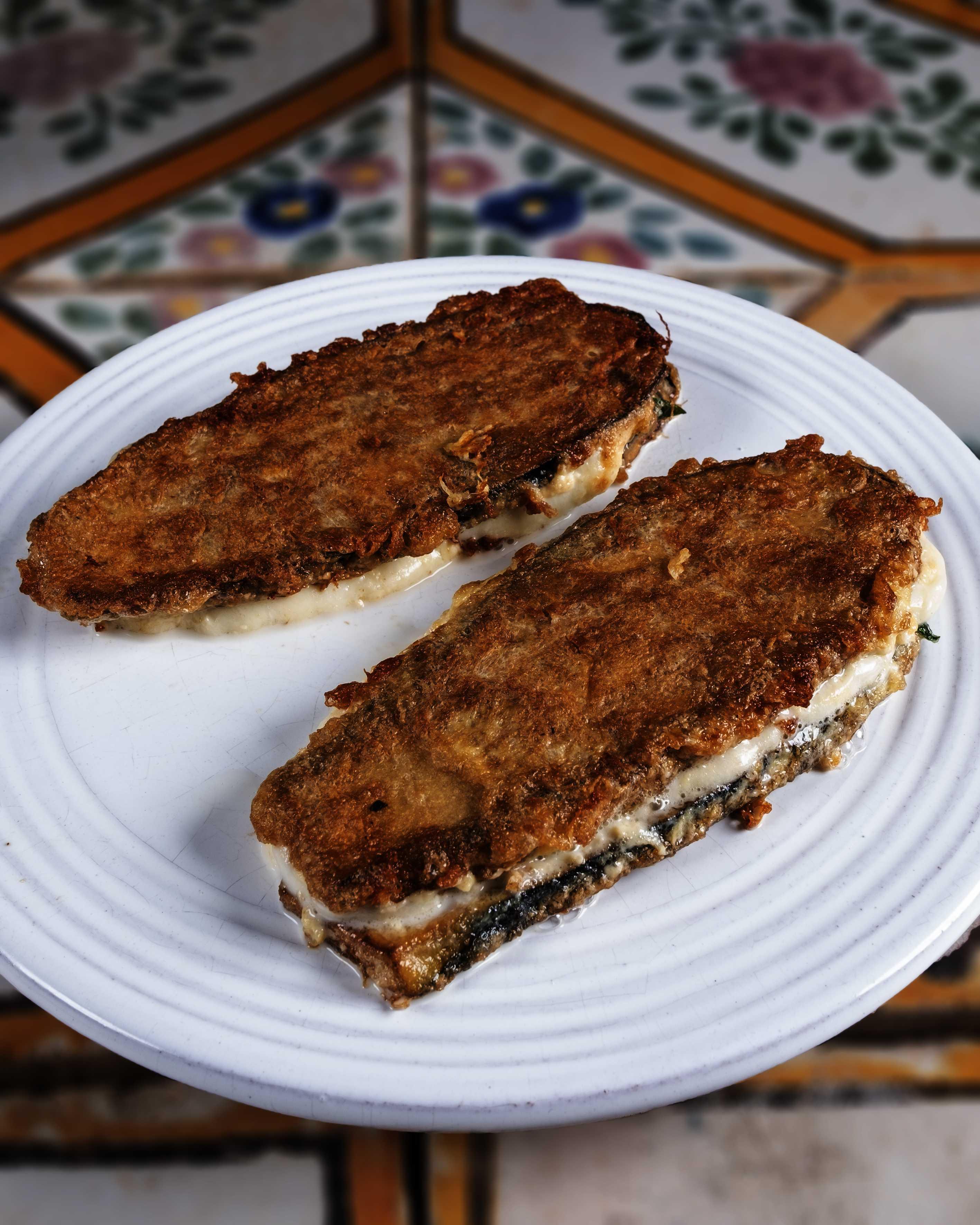 Parmigiana bianca fritta, sugna e basilico