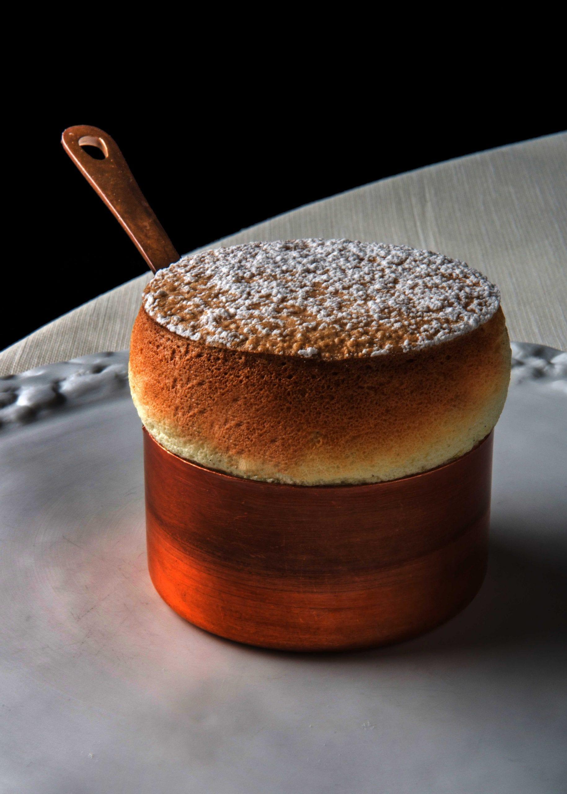 Soufflé al caffè bianco, porcini e gelato di patate di Juan Camilo Quintero