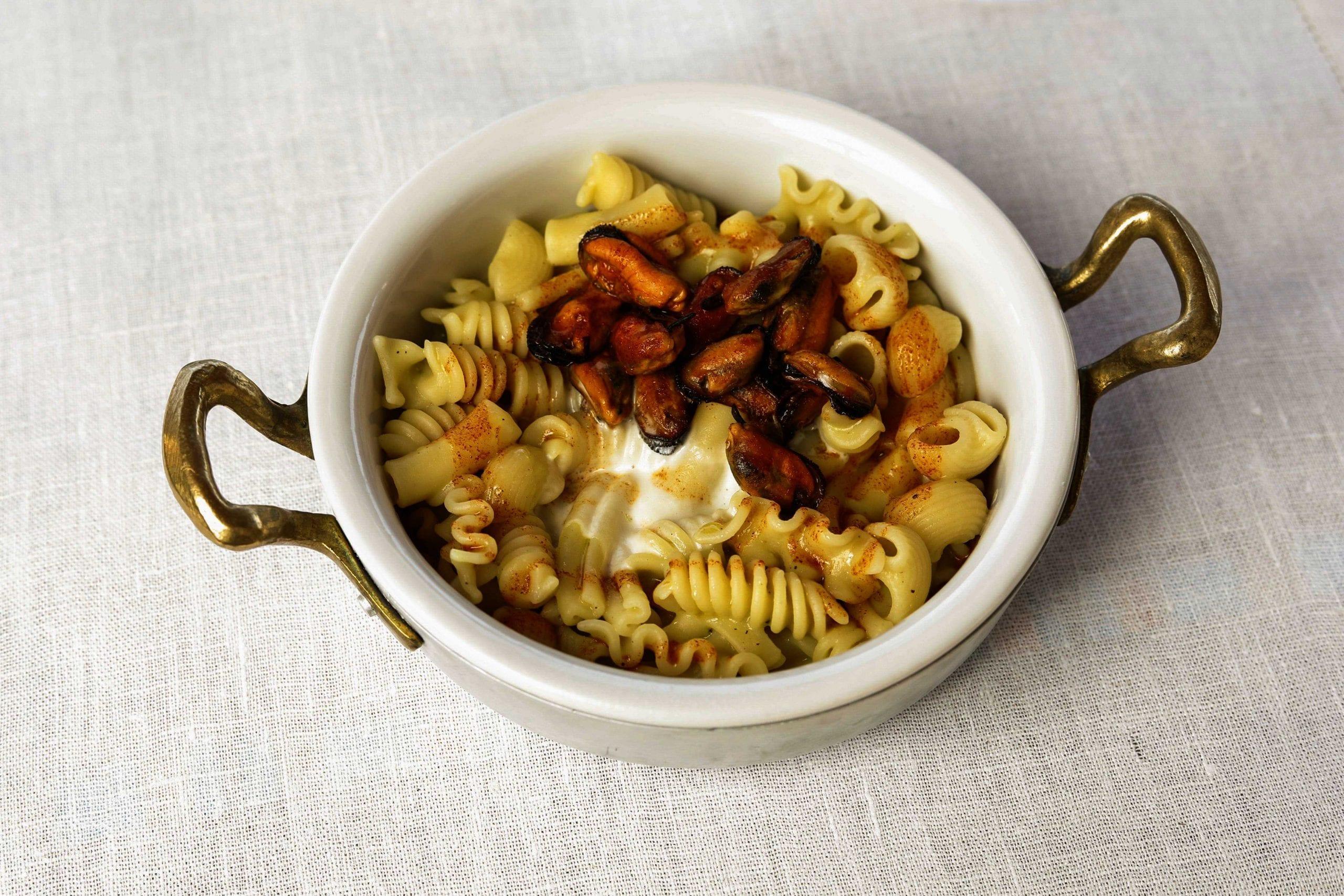 Pasta mista con crema di zucchine, cozze scapece e ragusano Dop di Martina Caruso