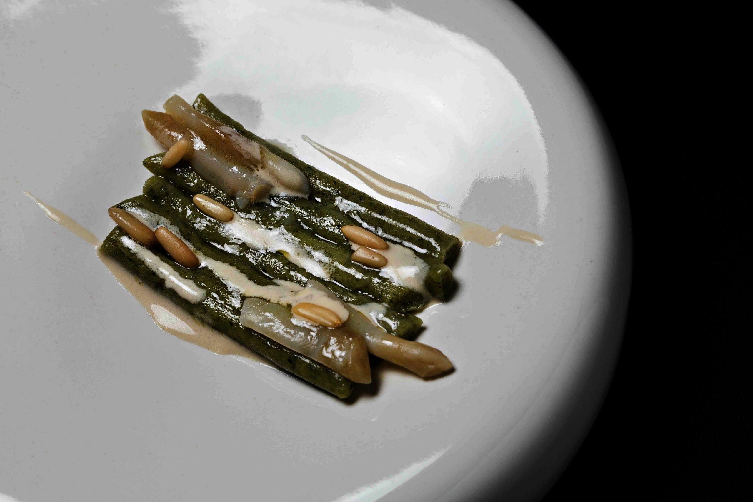 Gnocchi di alghe e patate, cannolicchi e pinoli di Gianni Dezio