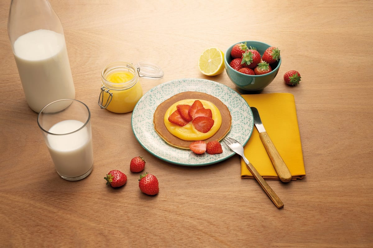 Pancake con fragole e lemon curd