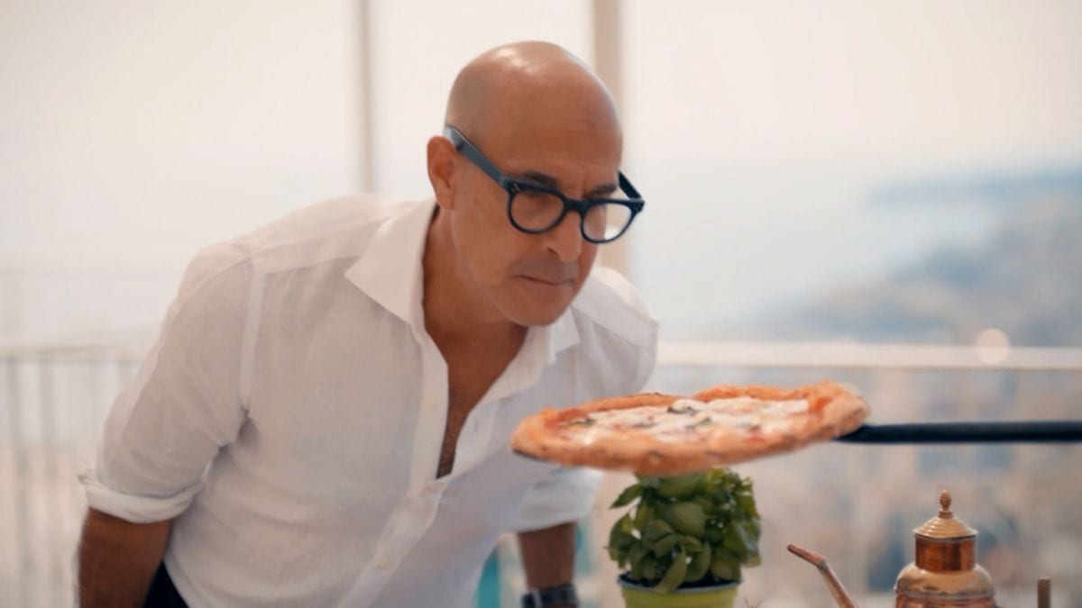 Stanley Tucci con la pizza