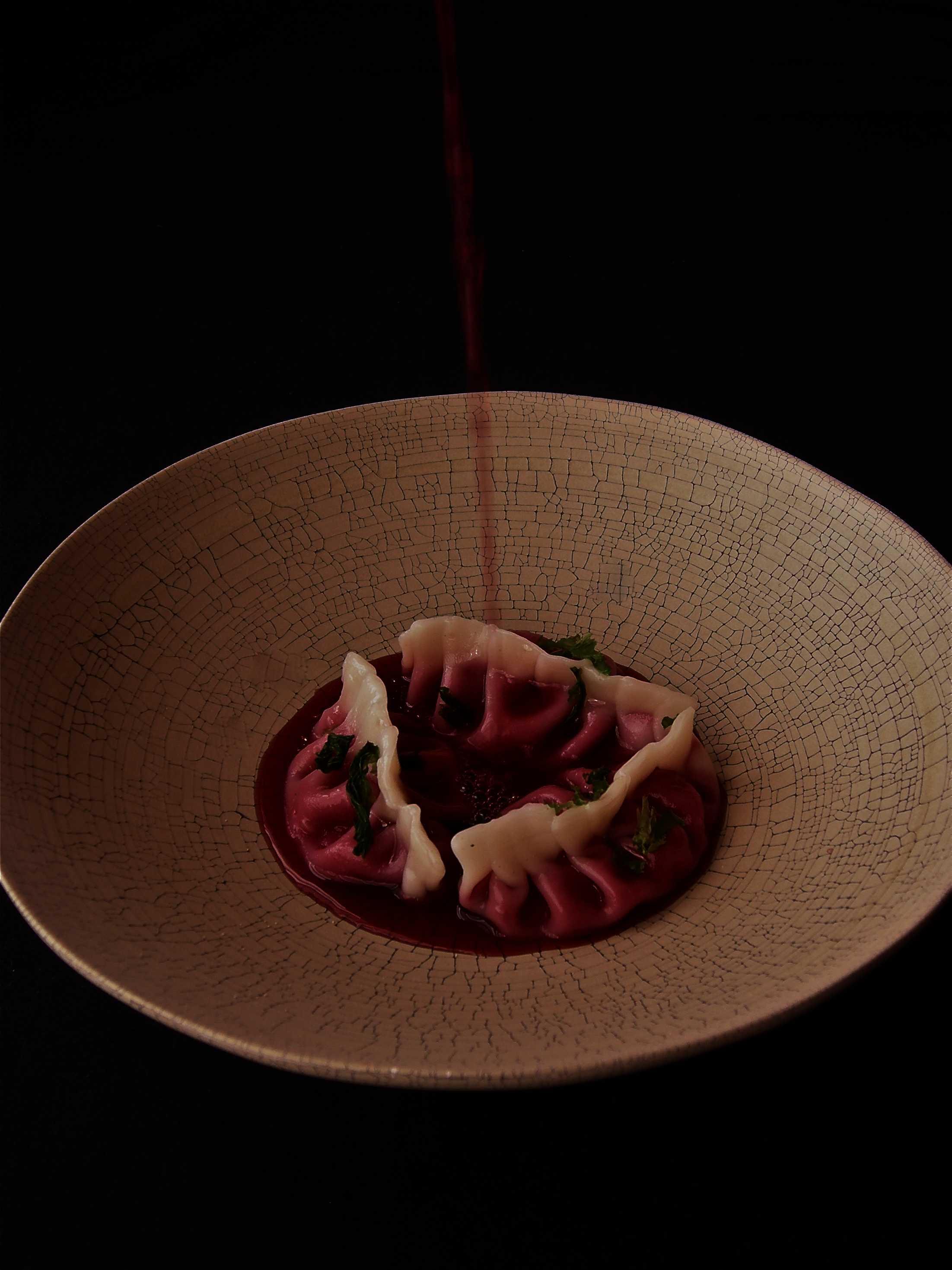 Fagotti di barbabietola e Asiago in infuso di cortecce, bacche e frutti rossi