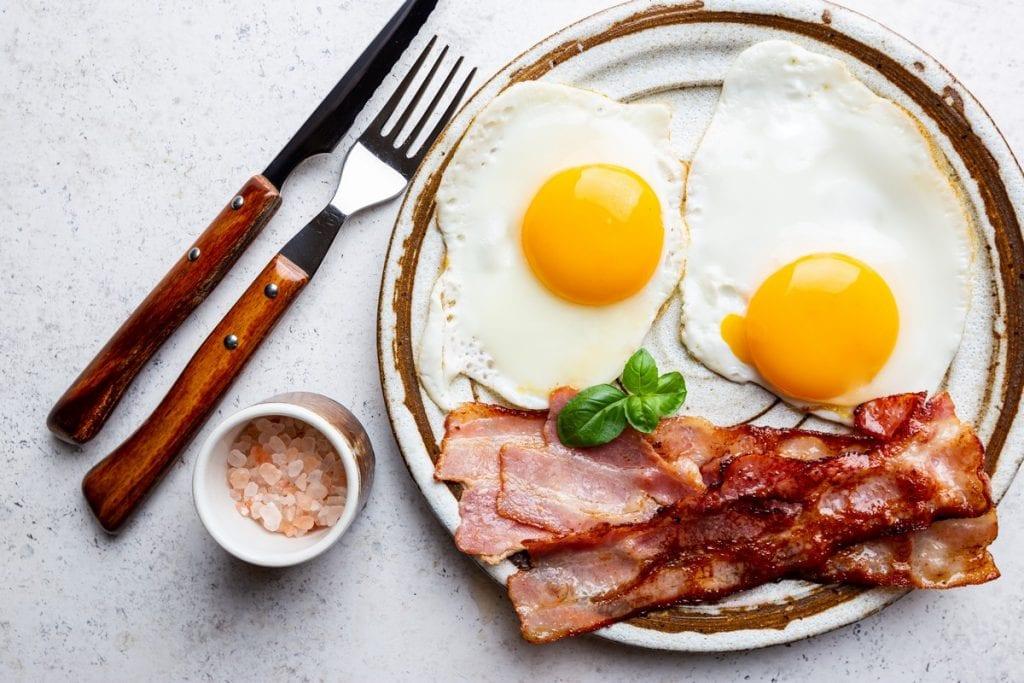 bacon e uova