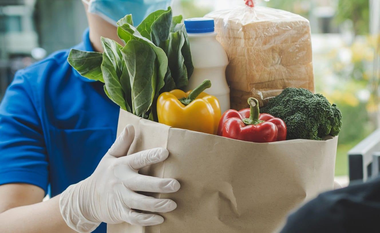 Consegna di un pacco alimentare