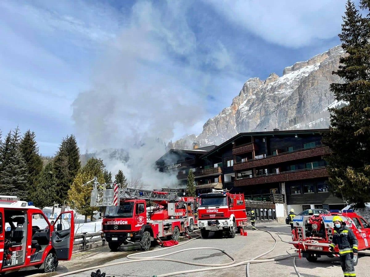 Ciasa Salares in fiamme