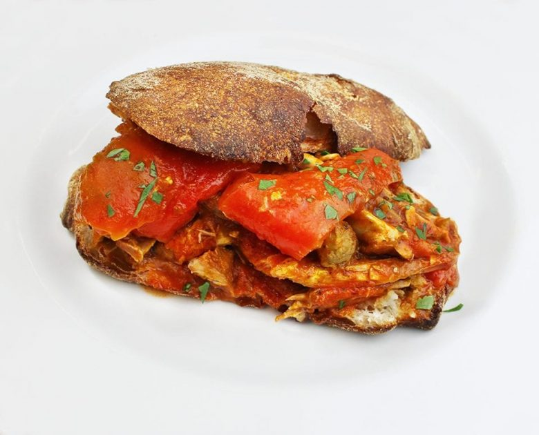 Panino con pollo e peperoni