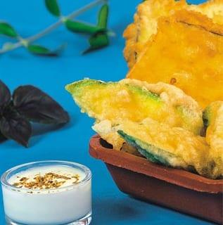 Verdure fritte alla greca. Kolokithakia, Melitzanes e Piperies tiganites (zucchine, melanzane e peperoni fritti)