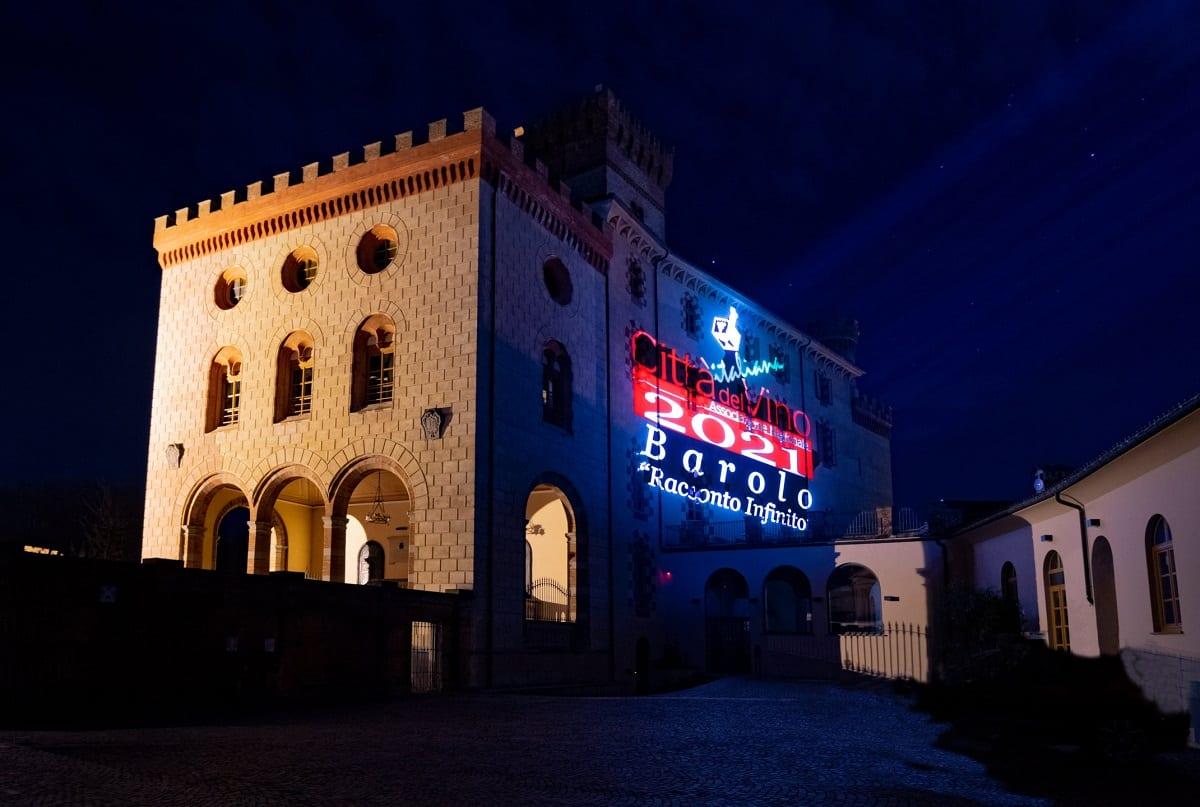 Il castello di Barolo illuminato
