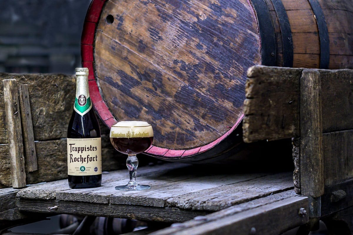 Birra Rochefort: bottiglia e coppa, in cantina