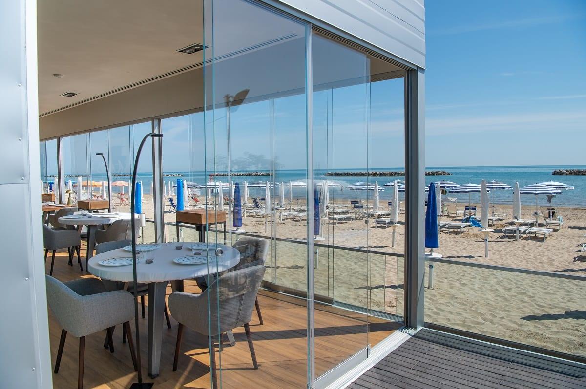 Il ristorante l'Arcade sulla spiaggia di Porto San Giorgio
