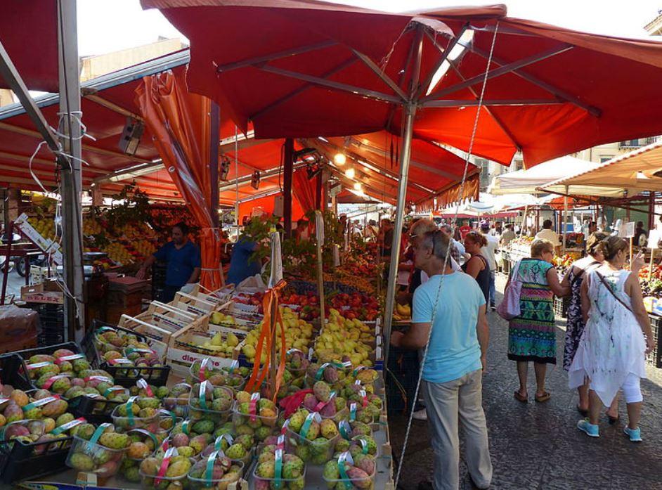 Banchi al mercato di Ballarò