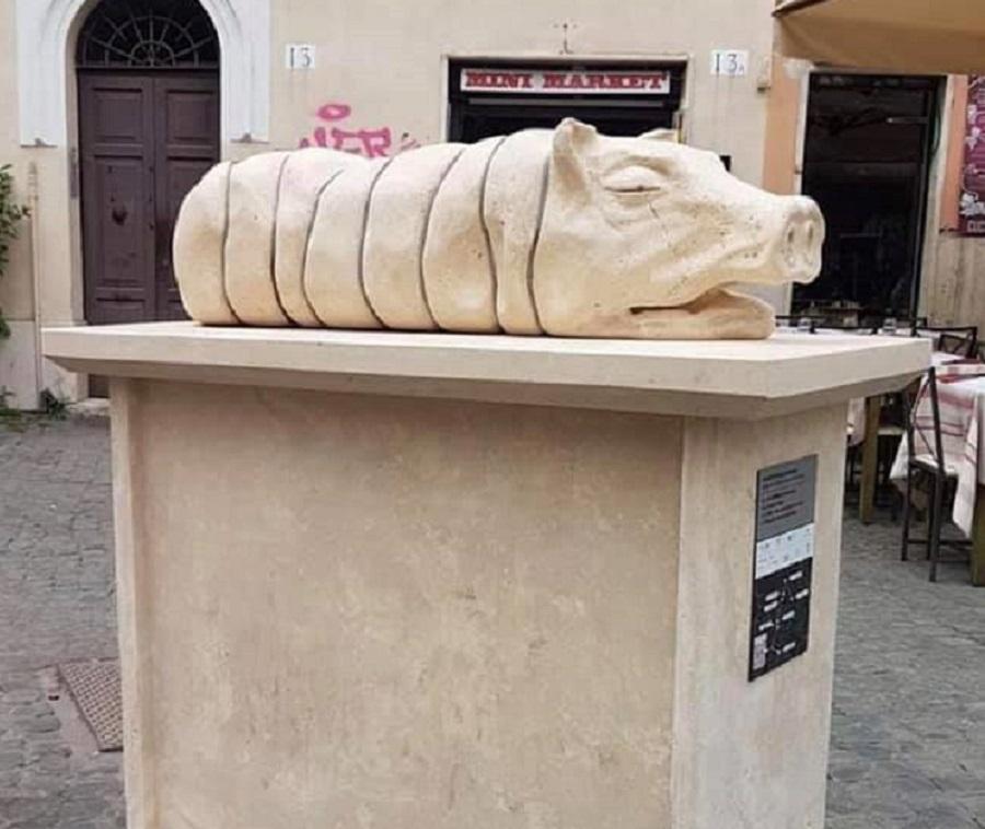 statua della porchetta a Roma
