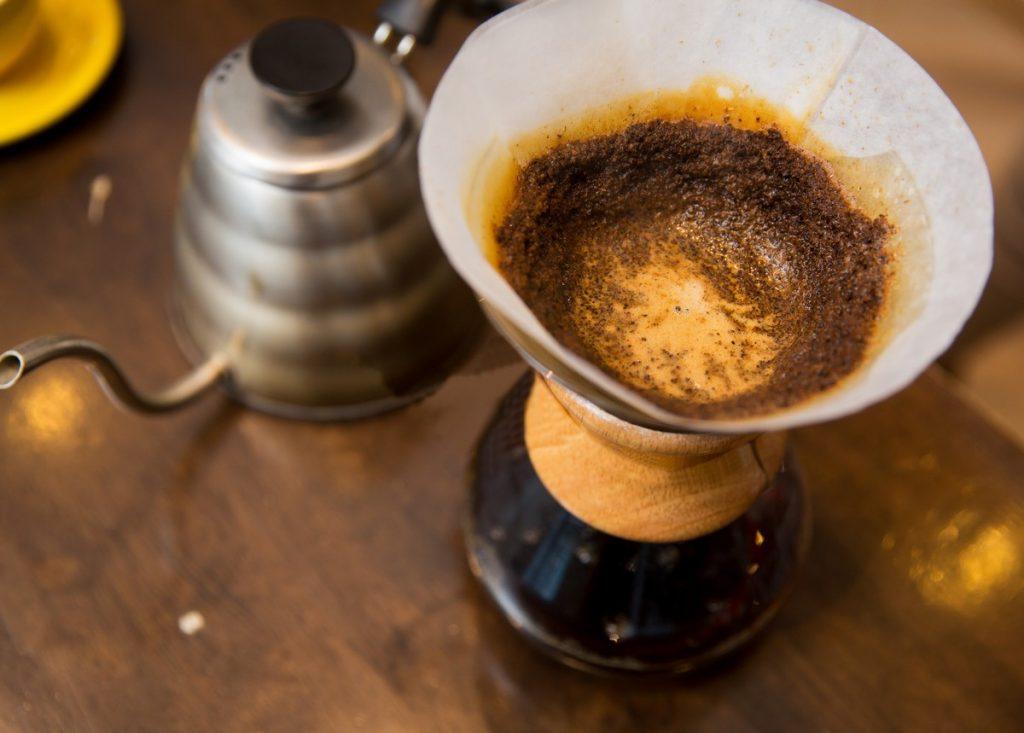 Scopri come preparare un caffè filtro con V60