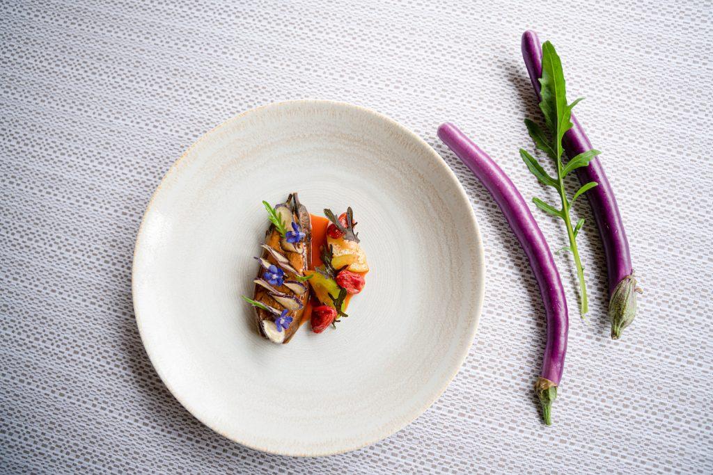 Melanzane perline, pomdoro e aglio rosa MATTEO LORENZINI OSTERIA PASSIGNANO