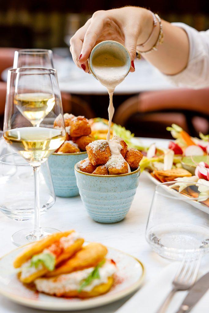 Beverly Bottoni di patate cacio e pepe. Foto Andrea Di Lorenzo
