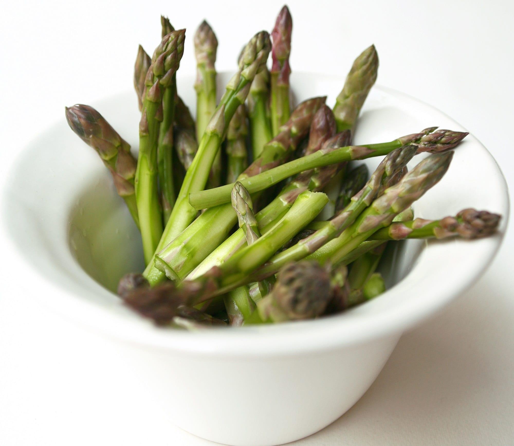 Prodotti del mese. Gli asparagi. Con la ricetta di Igles Corelli