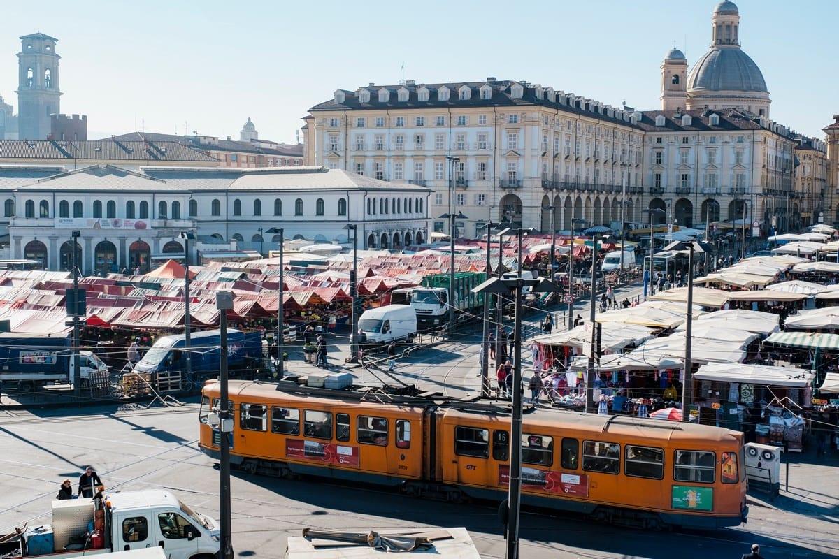 Rivoluzione a Porta Palazzo a Torino. Così cambia il mercato più grande d'Europa