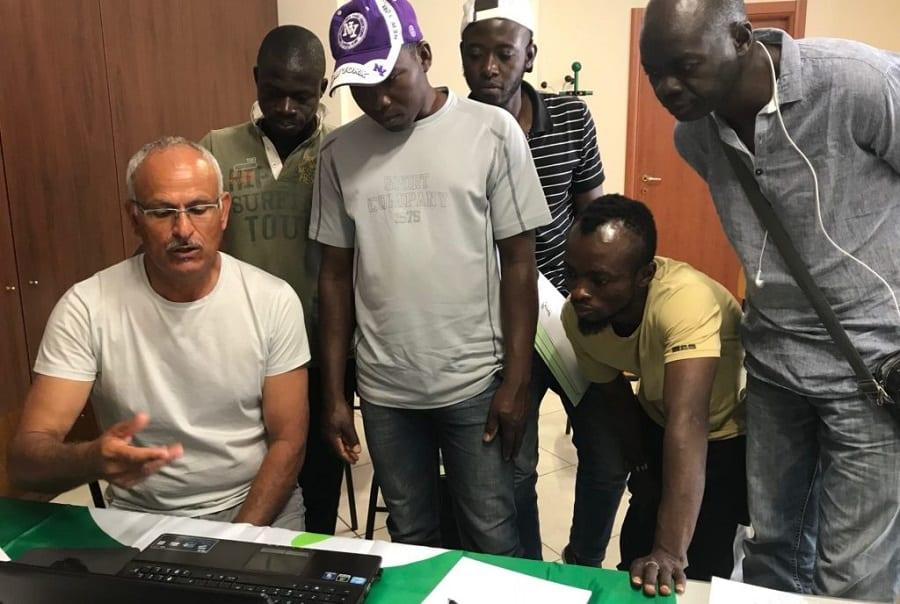 La formazione in aula per i ragazzi africani di Assay