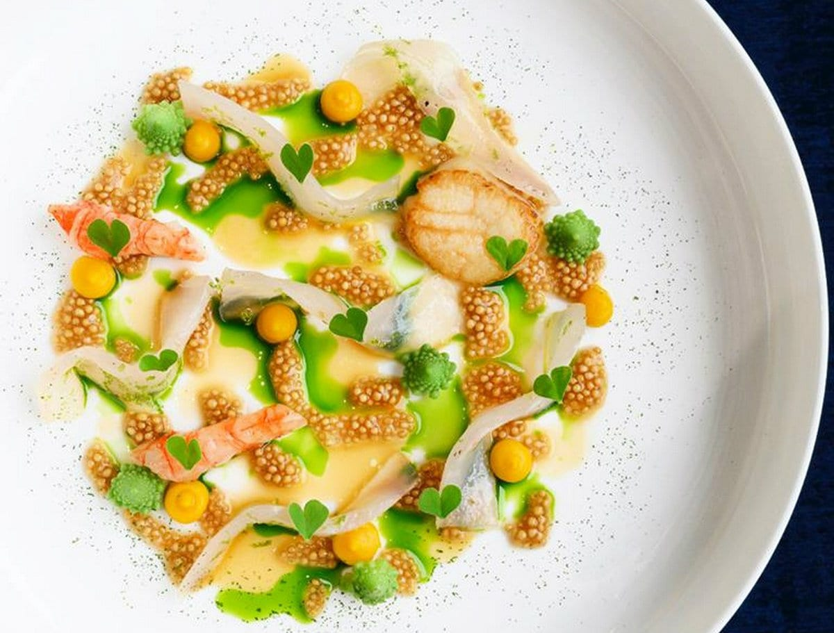 Casa Perbellini-Crudo di dentice, gamberi, capesante, crema di zucca, olio alle erbe insalata di senape e broccolo romanesco