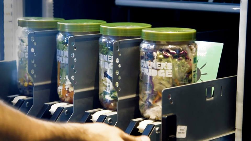 I barattoli nel distributore automatico di Farmer's Fridge
