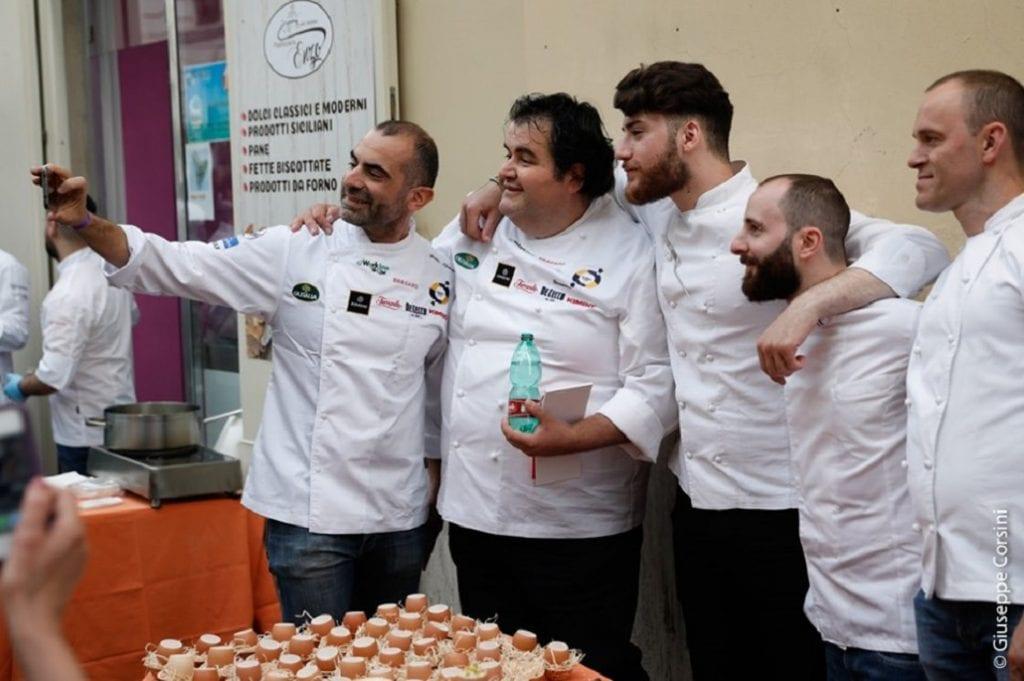 Gennaro Esposito tra alcuni chef