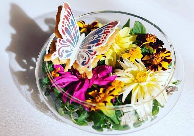 Un dessert di Fabrizio Fiorani dedicato alla primavera: una farfalla dolce tra i fiori
