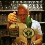 Birra alla spina al pub The Cequers Inn di Chris Wraith