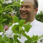 Lo chef inglese Andrew Pern nellorto del ristorante The Star Inn at Harome in Yorkshire