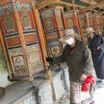 550 Labrang i mulini di preghiera con rulli girevoli ricoperti di Sutra preghiere tibetane