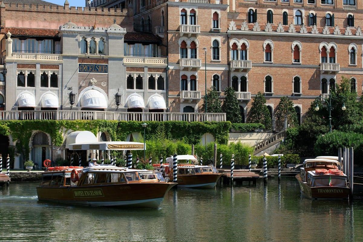 La darsena dell'Hotel Excelsior Lido di Venezia