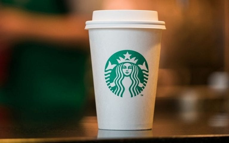 La sfida di Starbucks e McDonald's, che si alleano per premiare progetti antispreco. Cos'è The NextGen Cup Challenge