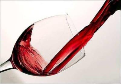 Piace e porta fortuna, così la Cina supera Francia e Italia e diventa primo consumatore al mondo di vino rosso