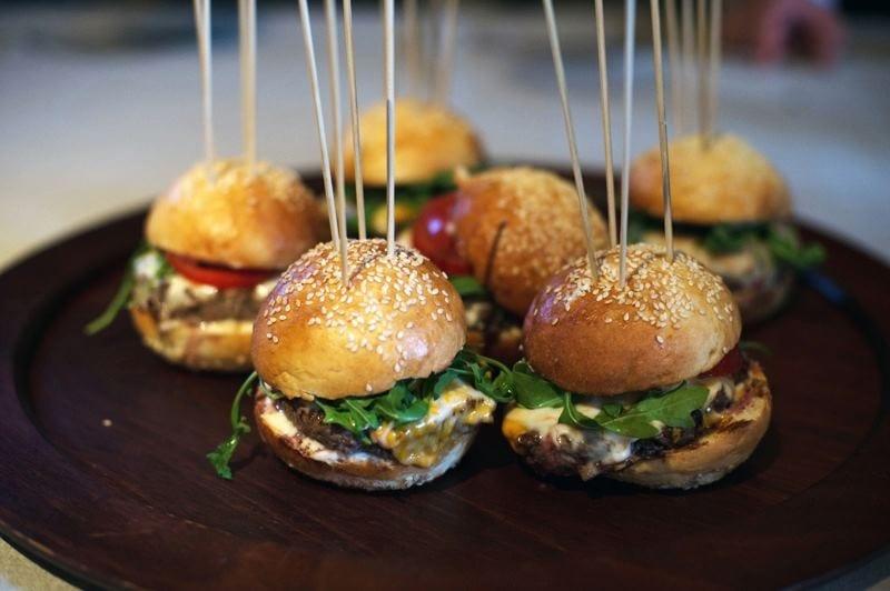 Well Done Burger. Il format dell'hamburgeria gourmet approda anche a Bologna proponendo pane con farine biologiche, carne a Km 0 e birre artigianali