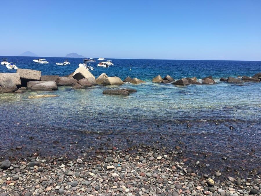 In viaggio. Guida 2018 all'isola di Salina: capperi, Malvasia e la pizza di Franco Manca