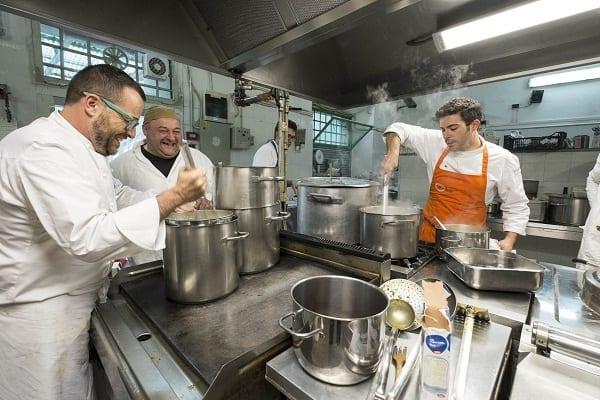 Tornano le Cene Galeotte a Volterra. In primavera cucinano con i detenuti Caceres, La Mantia, Dal Degan e Bowerman