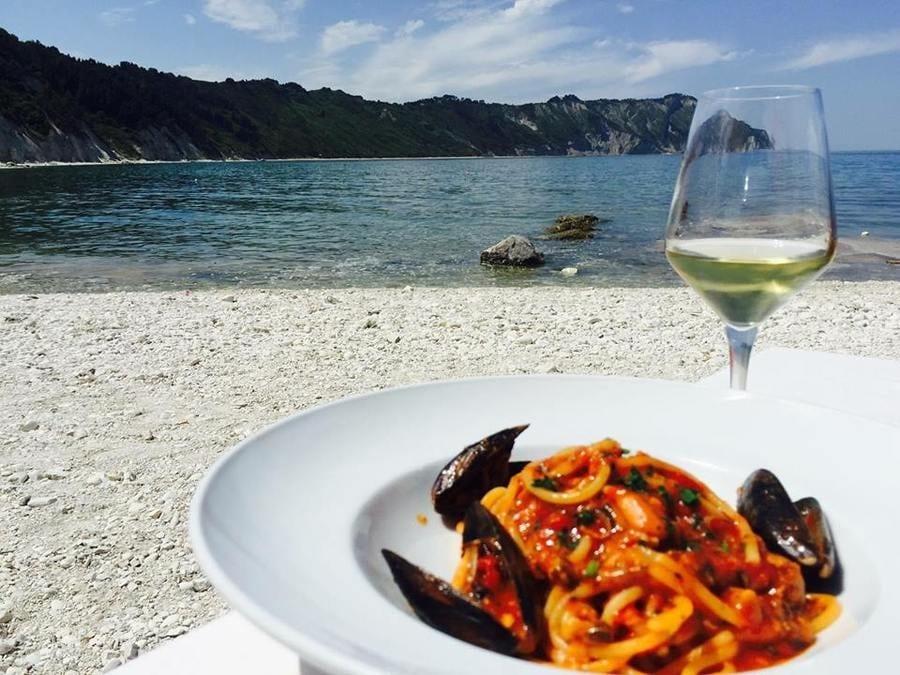 Dove mangiano gli chef in vacanza. I ristoranti del cuore di Massimiliano Alajmo e Tonino Mellino