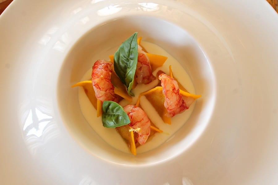 Ricette d'estate 2015. Fagotti di pomodoro, crema di burrata e gamberi rossi crudi di Michele Gioia