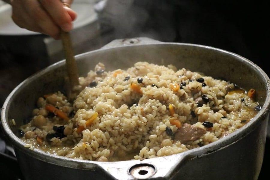 In Cammino, catering migrante. Il progetto romano che porta in giro le cucine del mondo