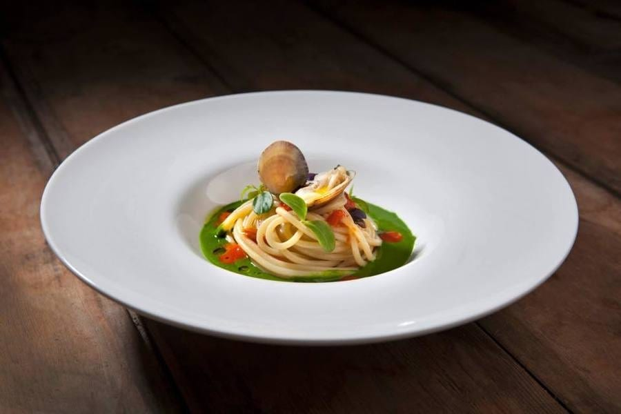 Dove mangiano gli chef in vacanza. I ristoranti del cuore di Roberto Petza e Ilario Vinciguerra