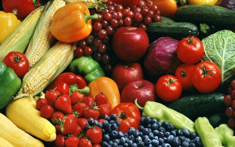 I prodotti del mese. Luglio: pomodori, zucchine, ravanelli. I colori dell'estate arrivano a tavola