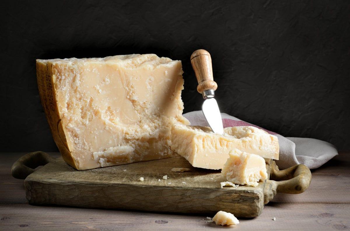 Parmigiano su tagliere