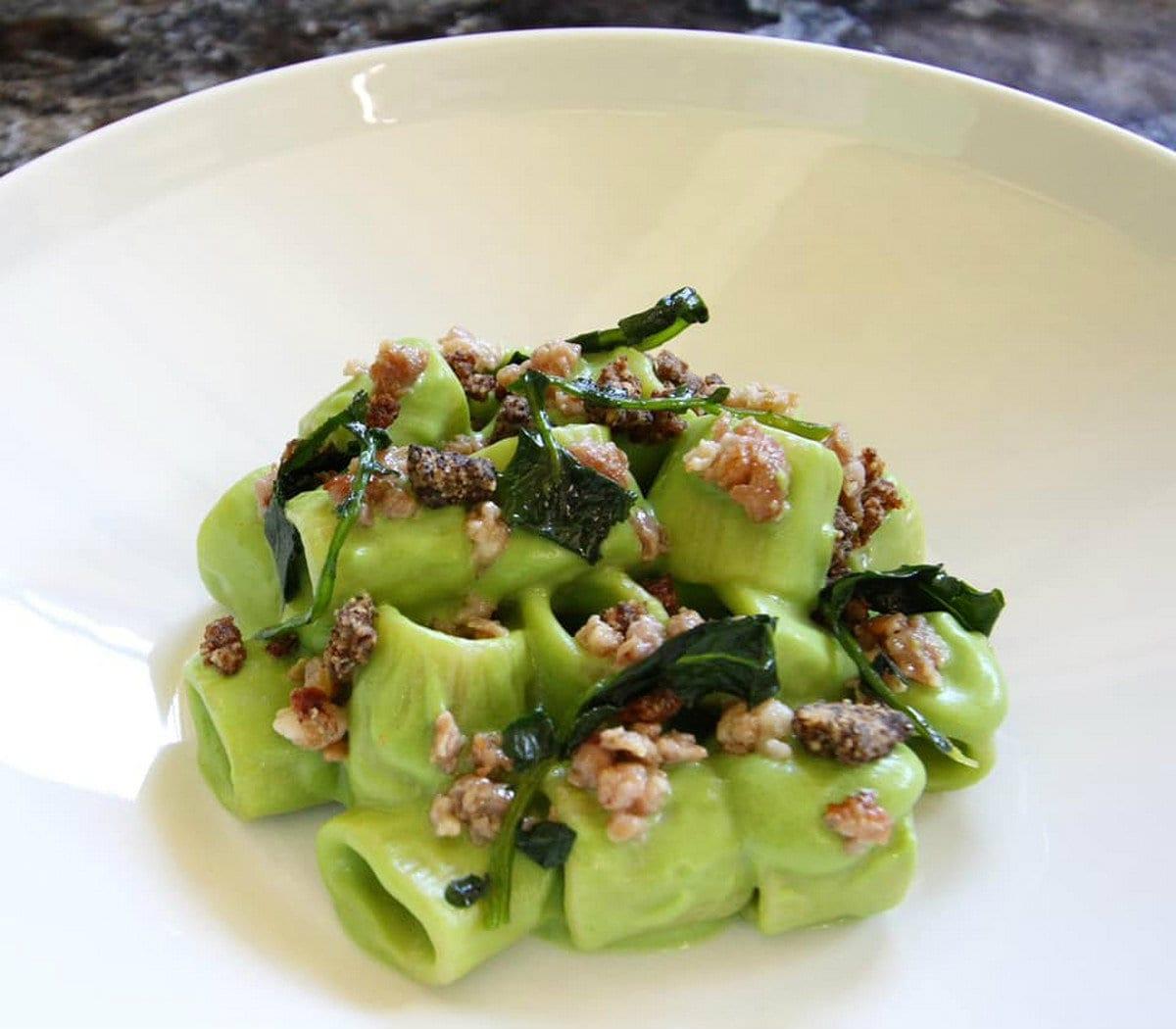 Osteria Ponte Pietra. Mezze Maniche con Broccoli, Tastasal e Aglio Nero