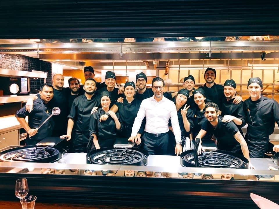 Quique Dacosta e la sua squadra in cucina