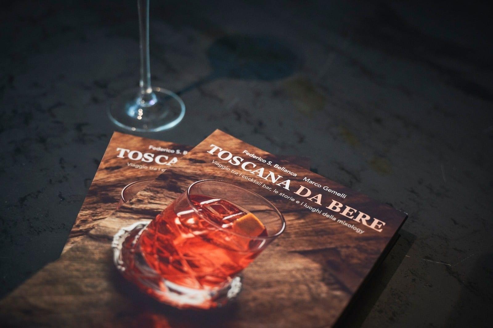 toscana da bere libri e bicchiere