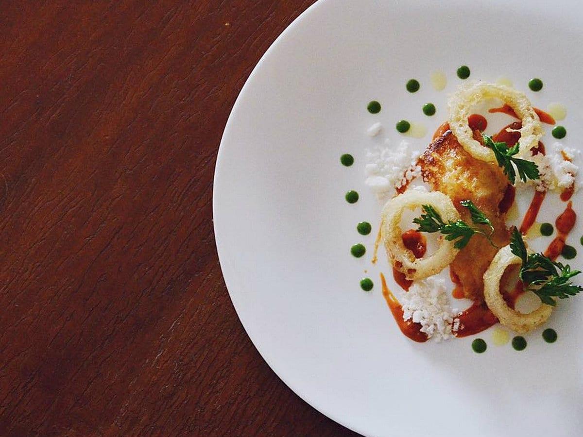 Ristoranti di pesce vicino Roma - Handmade - trippa di baccalà croccante, onion rings, e salsa all'amatriciana