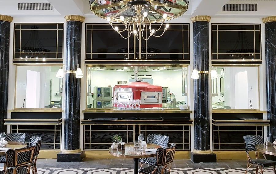 La sala e il forno del ristorante Mosaico
